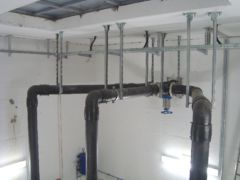 Abwasserleitungen innerhalb einer pneumatischen Abwasserförderanlage