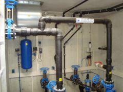 Druckleitungen eines pneumatischen Abwasser-Pumpwerks