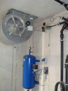 Steuerluftbehälter mit Abluftventilator einer pneumatischen Abwasser-Hebeanlage
